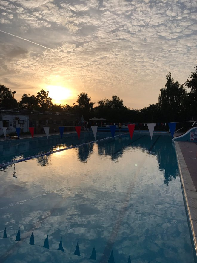 Hampton open air heated pool, Middlesex